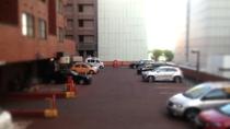 【駐車場】ホテル正面より2階へお上がりください。高さ2.5Mまで