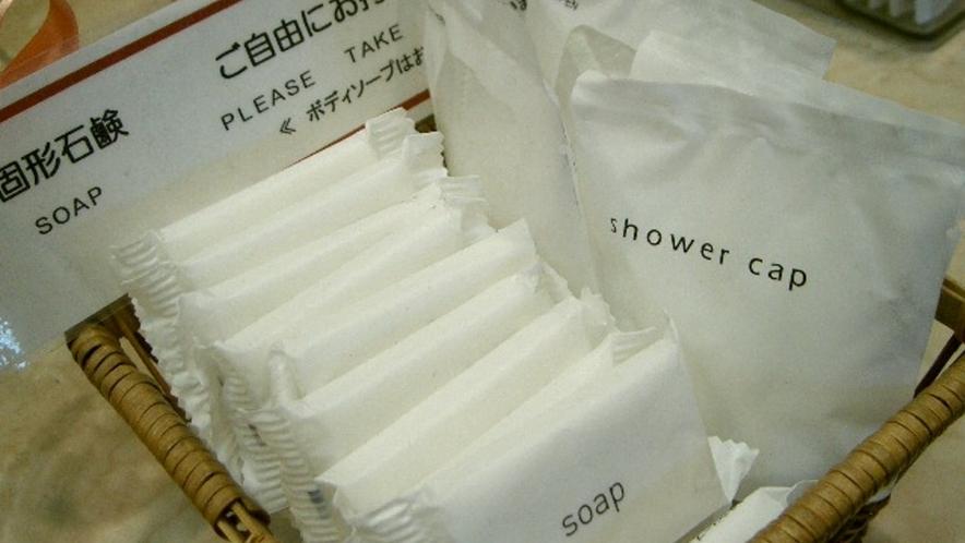 固形石鹸・シャワーキャップ フロントにてご用意しています