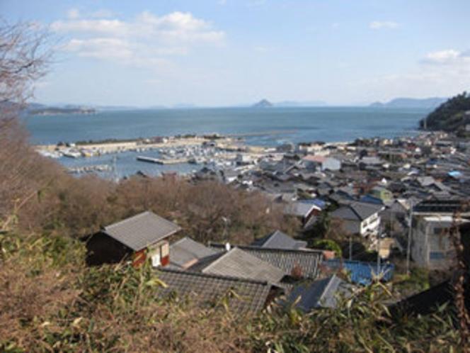 「風の道」から眼下に広がる下津井港