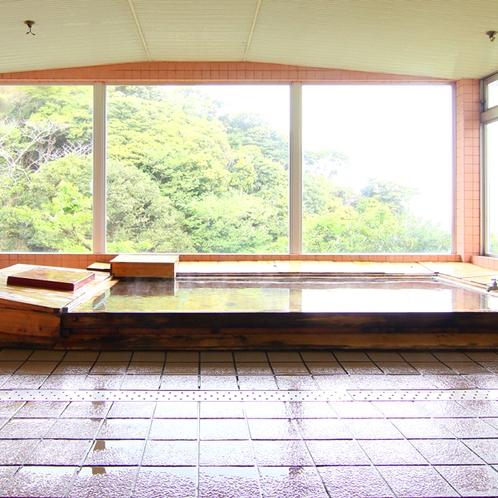 緑の山々と、伊勢志摩の海を見ながら寛ぎの時間を