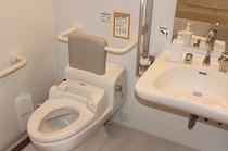 ユニバーサルツイン お手洗い 車椅子でも楽にご利用いただけます