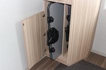 貸出備品:ズボンプレッサー 各階エレベーターホールにご準備