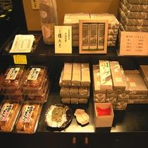 【売店のお土産】館内には売店も。お土産物には困りません!