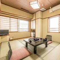 【和室6畳/バス・トイレ付き】落ち着いた雰囲気の和室です。