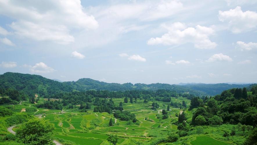 日本の里百景に選ばれた美しい景色が広がります。
