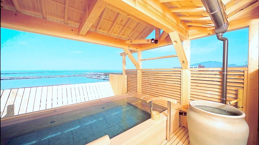 【露天檜風呂】5階の展望露天風呂からは、寺泊の海が一望できます。