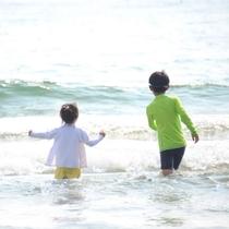 遠浅の海岸なのでお子さまも安心して海水浴を楽しめます♪