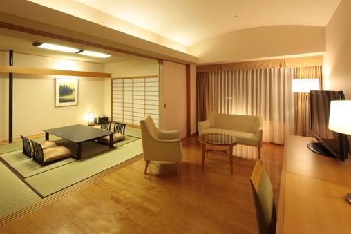 【禁煙】和室(10畳+リビング17平米)