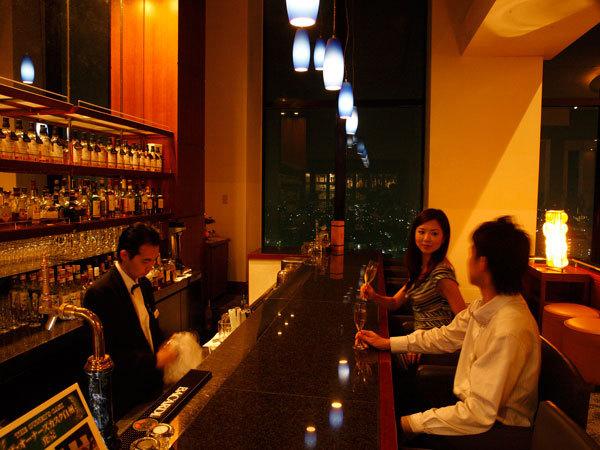 オリジナルカクテルや世界の銘酒、ワインをどうぞ