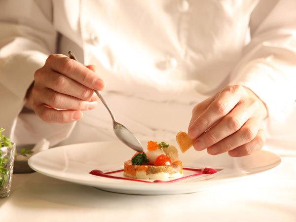 世界大会受賞歴を誇るシェフやパティシエが創り出す美食の数々