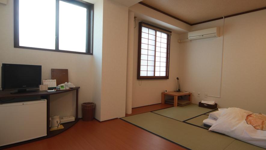 7.5畳和室+3畳板の間【禁煙】◇バス・トイレ無