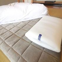 話題のエアウィーヴ四季布団、ピローは全室に完備(ベッドはエアウィーヴマットレスです)