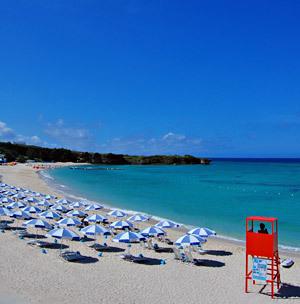 沖縄本島屈指の透明度 ニライビーチ