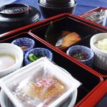 *朝食一例/和朝食。クラブハウス内のレストランでご用意いたします。