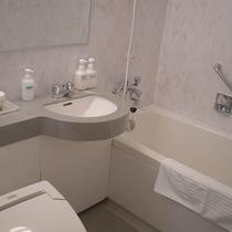 *スタンダードツイン/お部屋のお風呂はユニットバスとなります。