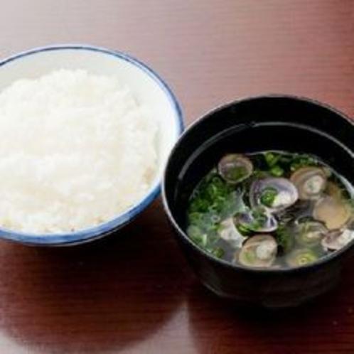 【朝食】しじみ汁と仁多米