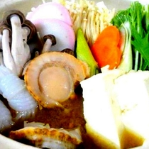 *夕食一例/野菜をふんだんに使ったお鍋をご用意、身も心も温まります。
