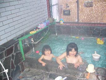 子供お風呂(おもちゃがあるのでお子様も大喜び)