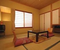 8畳和室(畳のお部屋でのんびりお過ごし下さい)