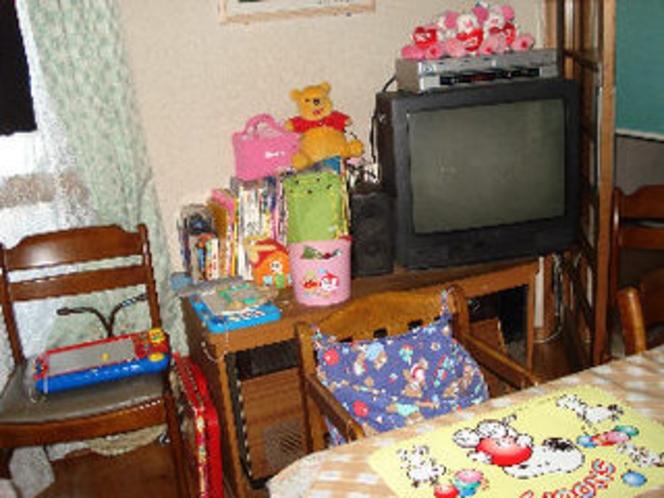 食堂おもちゃ(食堂には数種類のベビーチャアやおもちゃをご用意)
