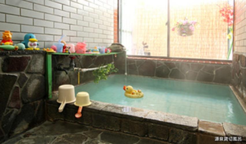 お風呂(源泉かけ流し100%の名湯草津の天然温泉です)