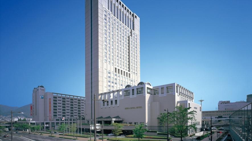 客室は14階以上・30㎡以上、30階建ての高層シティホテル。