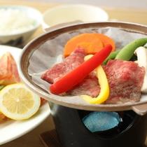 夕食-牛肉の陶板焼き