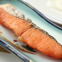 朝食-焼き鮭