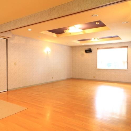 広々としたロビー。ダンスなどの練習場として最適です
