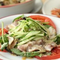 夕食-生野菜と豚肉の冷しゃぶ