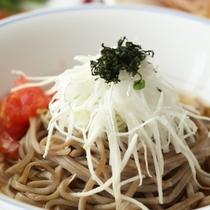 夕食-蕎麦サラダの山芋のせ