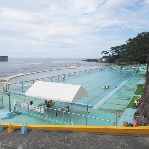 長崎鼻公園プール(海に面した海水プール)