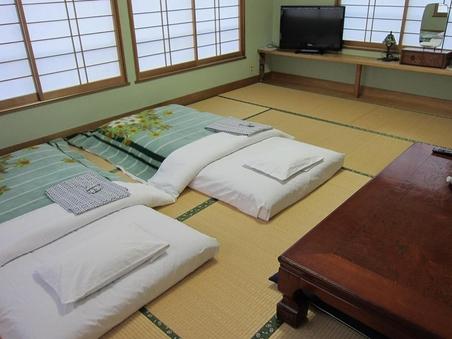 和室10畳余裕の広さ