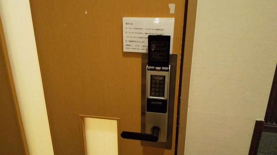 大浴場入口 暗証番号式で安心です。