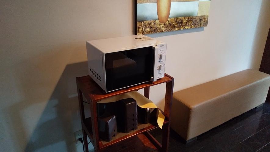 1F:リラクゼーションルームに電子レンジを設置しております