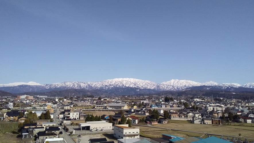 屋上からの景色:立山連峰~毛勝山を望みます。