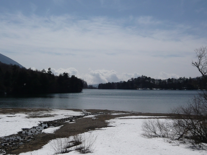 冬の湯の湖