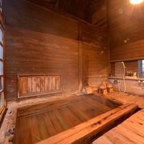 *風呂(鼬沢の湯)/源泉かけ流しの温泉はお肌にやさしく体の芯から疲れを癒してくれます。