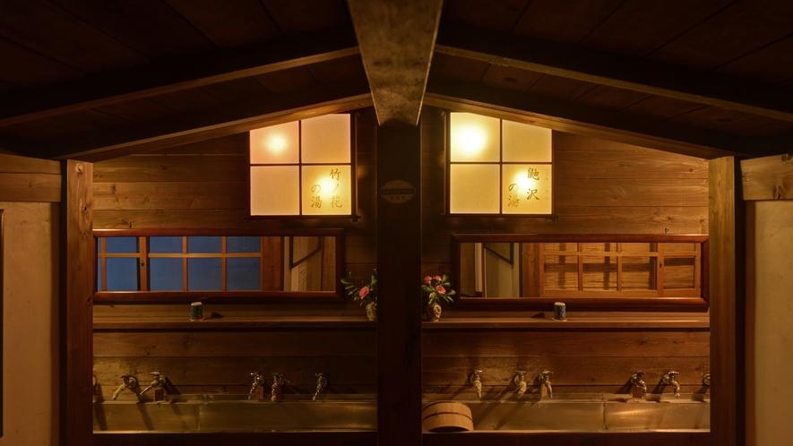 *風呂(入り口)/ゲストは1日2組限定。無料で貸切風呂をお楽しみ下さい。