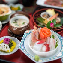 *夕食一例/盛り付けにもこだわり、見た目にも鮮やかなお料理です。