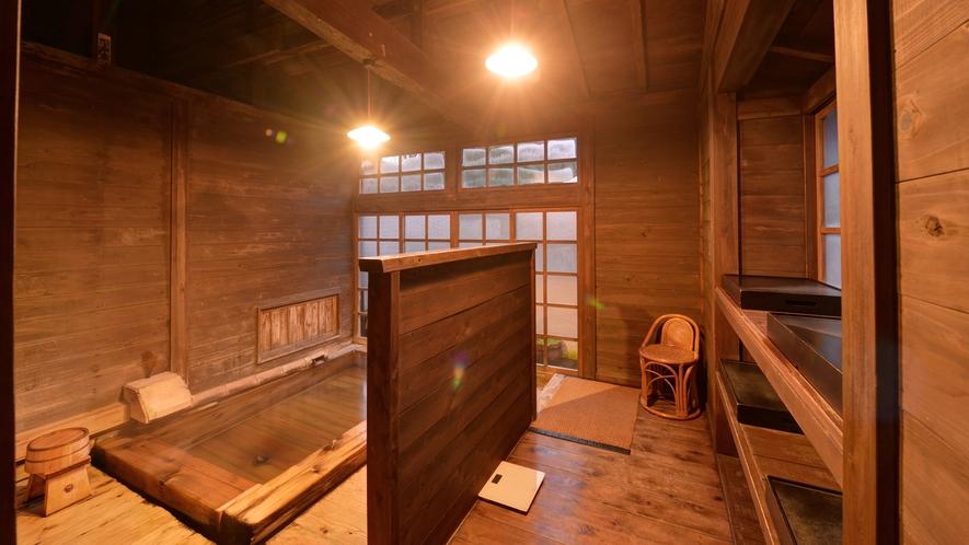 *風呂(竹ノ花の湯)/昔ながらの総木造り、掛け流し