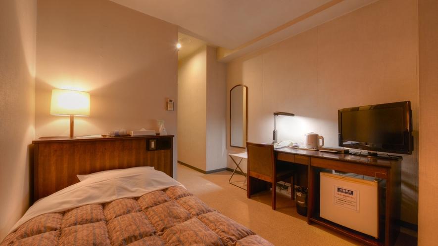 *シングル(客室一例)/Wi-Fiで無料ネット対応可(PCはご持参下さい)。快適なホテルステイを!