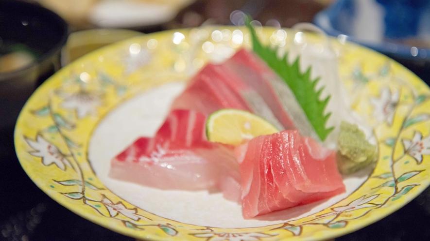 *お夕食一例(お造り)/近海の瀬戸内で水揚げされた海の幸を彩り豊かに盛り付けました。