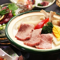 柔らかい牛肉の陶板焼きです。