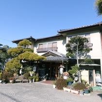 石和温泉郷にあるみなもと旅館◆昔ながらの落ち着く建物です!