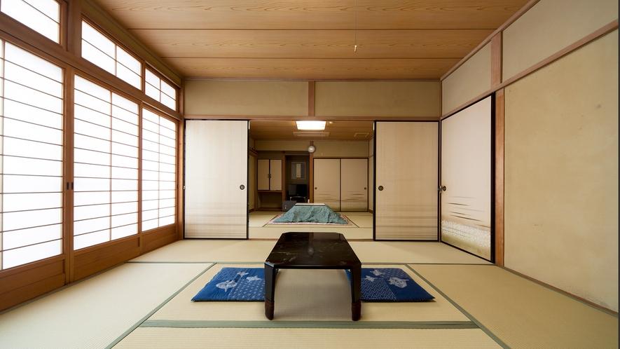 ・和室16畳(洗面所付・バストイレ共同):グループでのお泊りに
