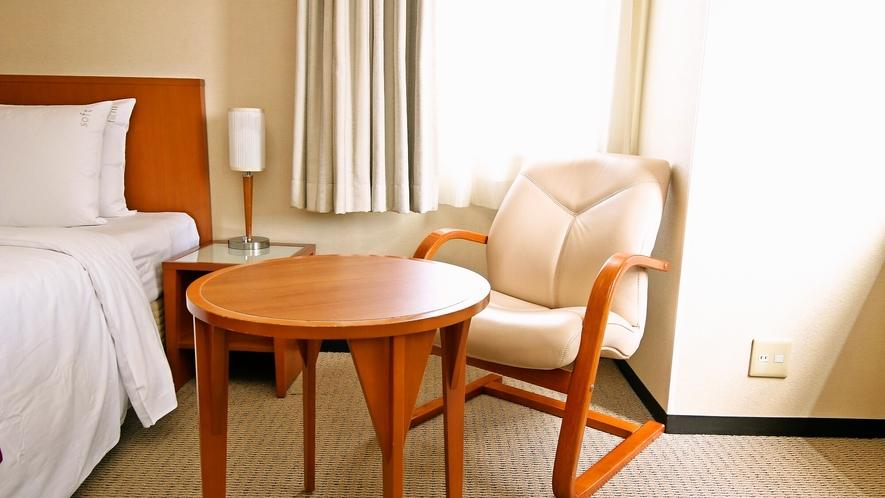 椅子に腰掛けてゆっくりと旅の計画を練るのも良いですね♬
