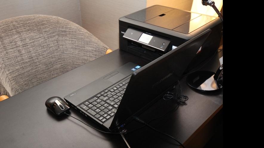 ロビーにあるパソコンはご自由にお使いいただけます