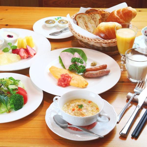 【朝食】地元の野菜を取り入れたモーニングセット