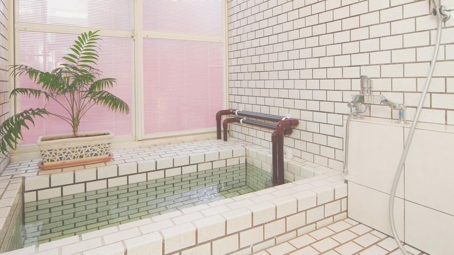 【客室】ベゴニア。当館で一番大きな人工温泉をお楽しみ下さい